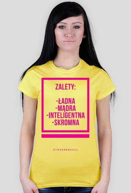 Koszulka ZALETY DAMSKA (różowy nadruk)