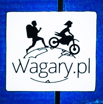 vVagary.pl - Kubek z logo na niebieskim tle