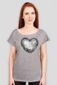 Damska koszulka z graficznym sercem Made with Love
