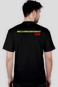 Koszulka odrobinę za wysoko