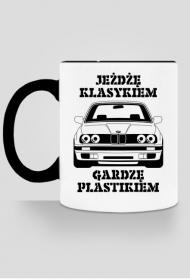 JEŻDŻĘ KLASYKIEM GARDZĘ PLASTIKIEM BMW E30 VAG KUBEK MOTOMANIAKA